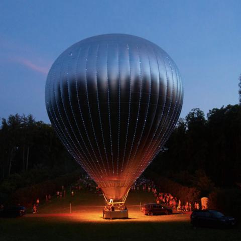 /New Horizon hot air balloon by Doug Aitken (Photography by Rachel Cabitt. Via WePresent)