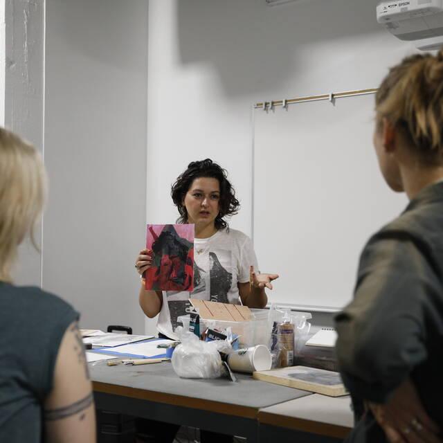 Delbar Shahbaz talking to students