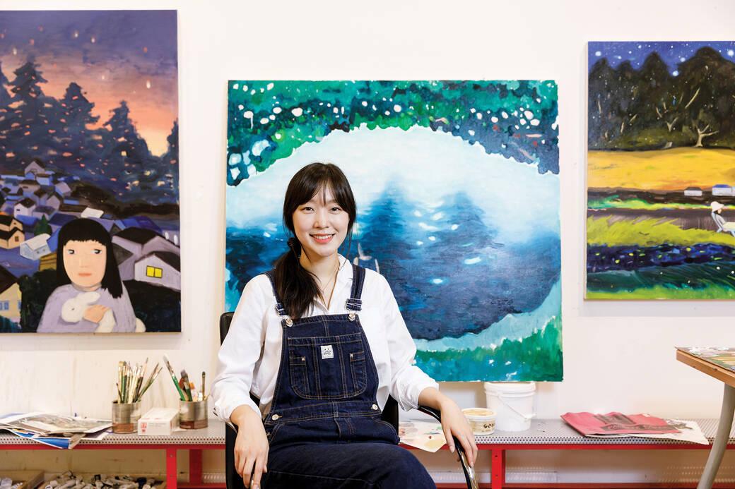 Portrait of Joanne Kim in her studio, by Juan Posada, 2021.